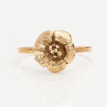 An 18K gold ring. PR GOLD Oy Ltd, Jyväskylä 1983.