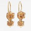 A pair of 14k gold earrings with cutkutred pearls. helsingin timanttipojat, helsinki 1998.