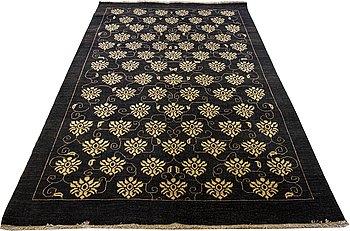 A carpet, oriental, ca 272 x 180 cm.