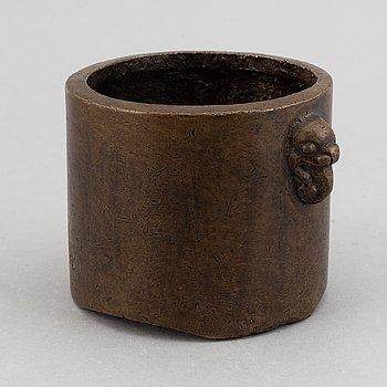 Urna, brons. Kina, 1900-tal.