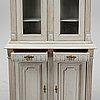 A vitrine cabinet from aroaund the year 1900.