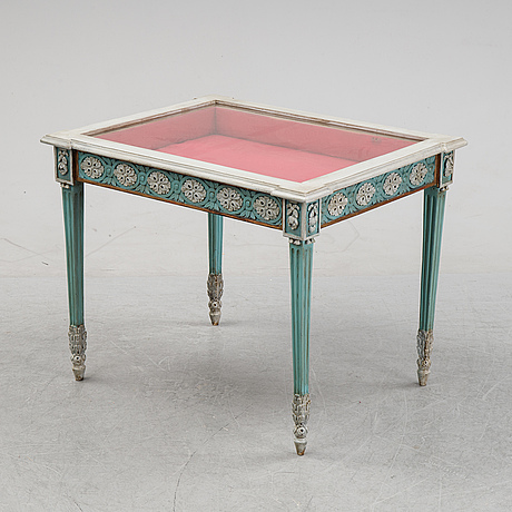 A mid 19th century display table.