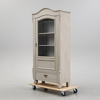 An early 20th Century vitrine cabinet.