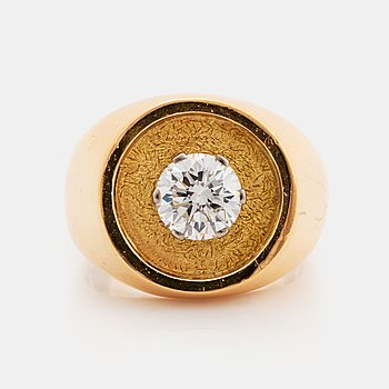 WA Bolin ring 18K med en rund briljantslipad diamant.