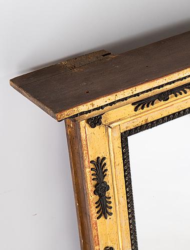Spegel, signerad jonas frisk (spegelfabrikör i stockholm 1805-1824). empire, 1800-talets början.