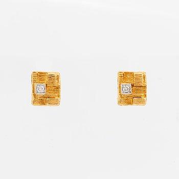 18K gold and eight-cut diamond earrings.