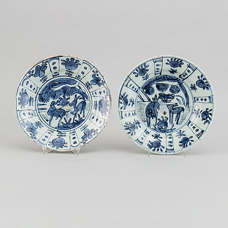 A set of two blue and white kraak dishes, ming dynasty, wanli (1572-1620).