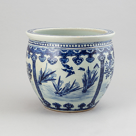 A large blue and white flower pot, qing dynasty, 19th century.