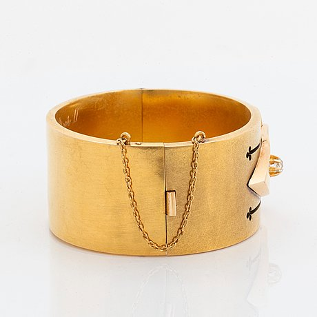 An 18k gold bangle set with old- and rose-cut diamonds.