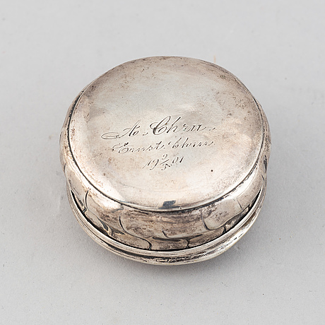 A rococo silver box, with later marks of nils vendelius, uppsala 1857.