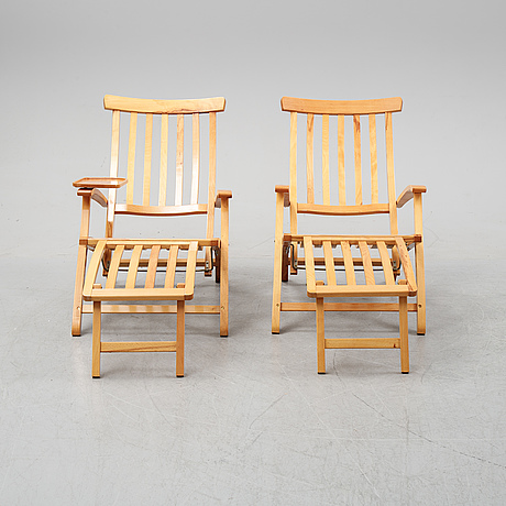 A pair of elm wood lounge chairs, brogrens, second half of the 20th century.