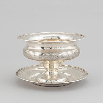 A silver saucebowl by Lars Larsson & Co, Gothenburg, 1874.