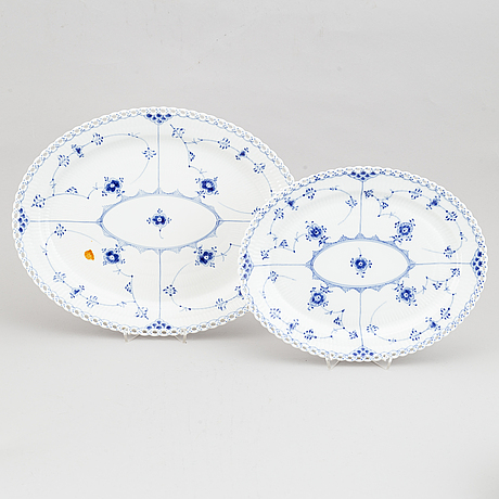 A porcelain dining service, 75 pcs 'musselmalet' full lace, from royal copenhagen.