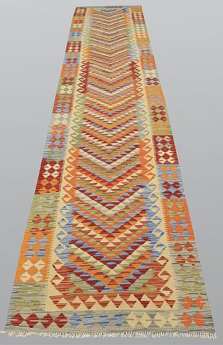 Gallerimatta, kelim, ca 482 x 88 cm.