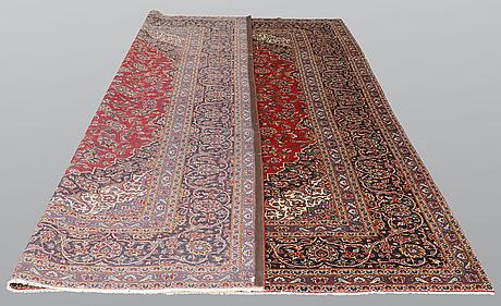A carpet, kashan signed, ca 385 x 293 cm.