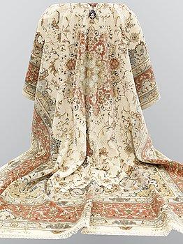 A carpet, Tabriz part silk so called 60 radj, ca 350 x 249 cm.