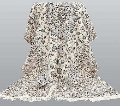 A carpet, nain part silk s.k 6laa, ca 310 x 209 cm.