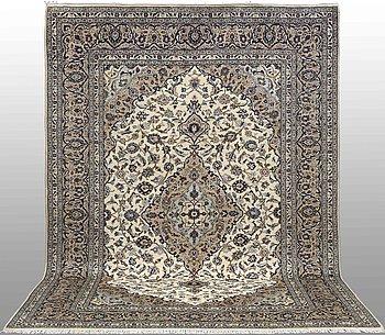 A carpet, Kashan, ca 351 x 243 cm.