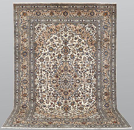 A carpet, kashan, ca 367 x 250 cm.