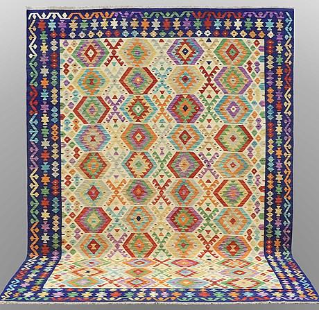 A carpet, kilim, ca 347 x 249 cm.