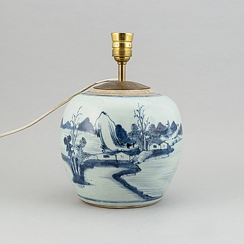 A blue and white porcelain lamp, Qing dynasty, 18th Century.