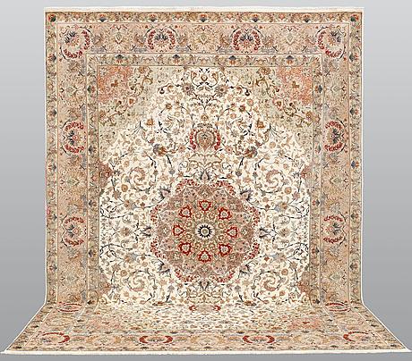 A carpet, tabriz, s.k 50 radj, ca 406 x 300 cm.