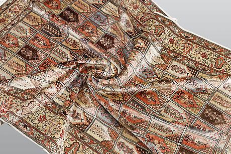 A rug, oriental, silk, ca 185 x 126 cm.