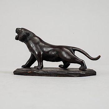 A patinated bronze figurine of a panther, Japan, 20 th century.