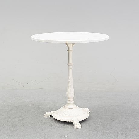 A model 'classic café' aluminum garden table from byarum, 21st century.