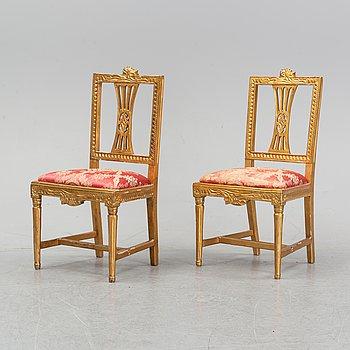 Stolar, ett par, gustavianska Lindomearbeten, 1700-talets slut.
