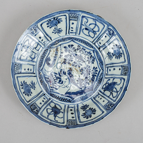 A set with three blue and white kraak dishes, ming dynasty, wanli (1572-1620).