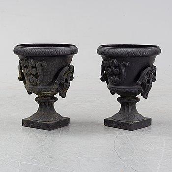 A pair of cast iron garden urns, Norrtälje dated 1989.