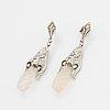 Ett par örhängen 18k vitguld med droppar av bergkristall.