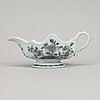 A blue and white porcelain sauce boat, qing dynasty, qianlong (1736-95).