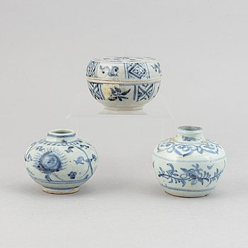 Two miniature jars and a box with cover, South East Asia, 15th/17th Century.