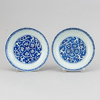 A pair of blue and white dishes, Ming dynasty (1368-1644).