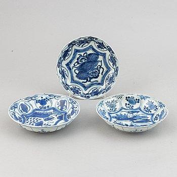 Fat, tre stycken, kraakporslin. Ming dynastin, Wanli (1572-1620).