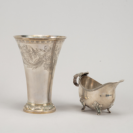 Bägare samt gräddkanna, silver,  bl a gustaf möllenborg, stockholm 1896.