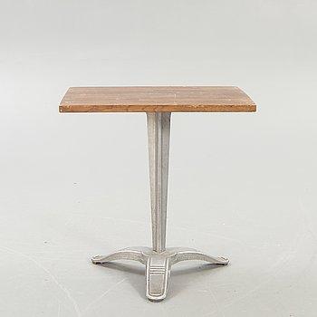"Byarum, table / café table, ""Calais""."