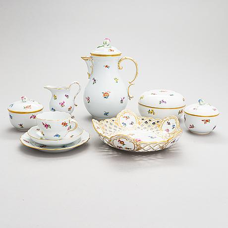 A 38-piece meissen porcelain coffee set. 20th century.