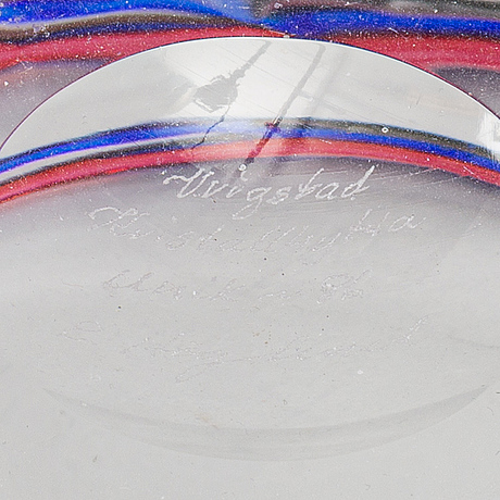A unique signed glass bowl by erik höglund, dated 1986.