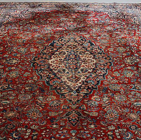 A carpet, oriental, ca 415 x 287 cm.