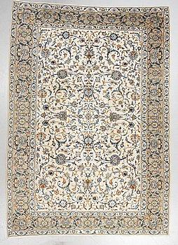 A carpet, Kashan, ca 317 x 225 cm.