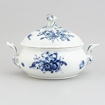 A blue and white tureen with cover, Meissen like mark, 19th century.