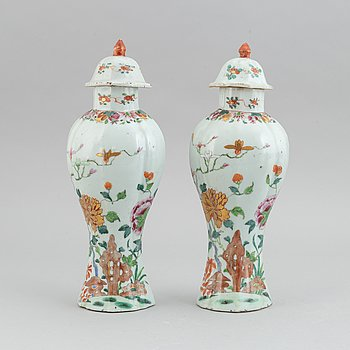 A pair of famille rose vases, Qing dynasty, Qianlong (1736-1795).