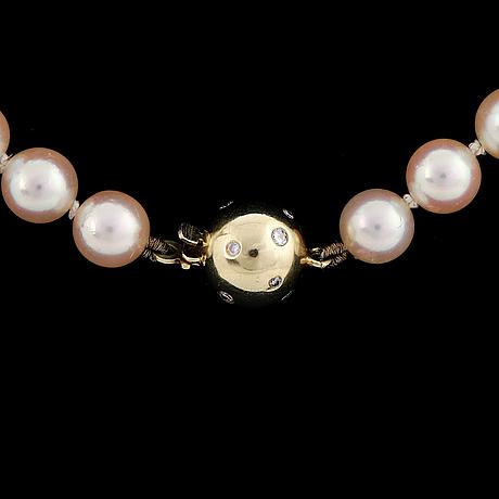 Cultured pearl necklace, clasp with brilliant-cut diamonds.
