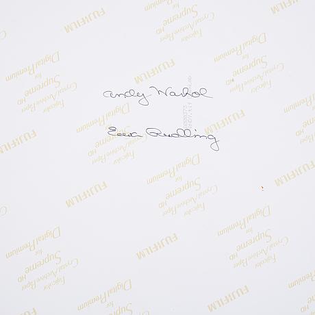 Ewa rudling, färgfotografi föreställande andy warhol, signerat.