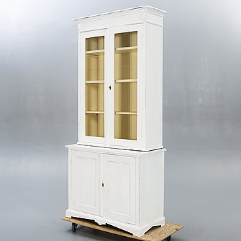 A display cabinet eraly 1900s.