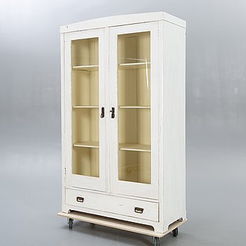 An early 1900s display cabinet.