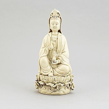 A Chinese blanc de Chine figurine of a Guanyin, 20th century.